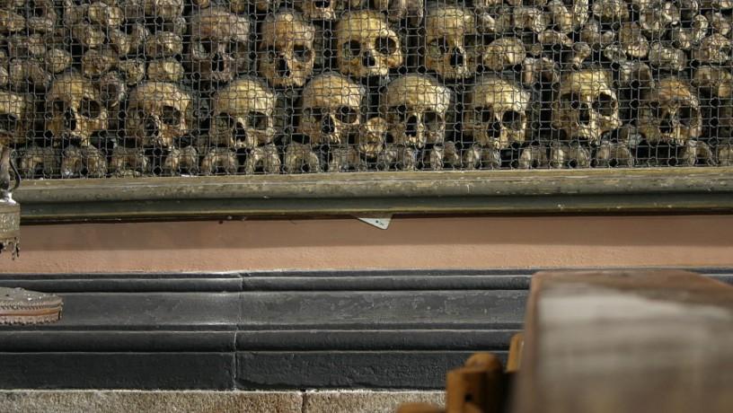 Santuario di San Bernardino alle Ossa, decorazioni in ossa umane © Giovanni Dall'Orto