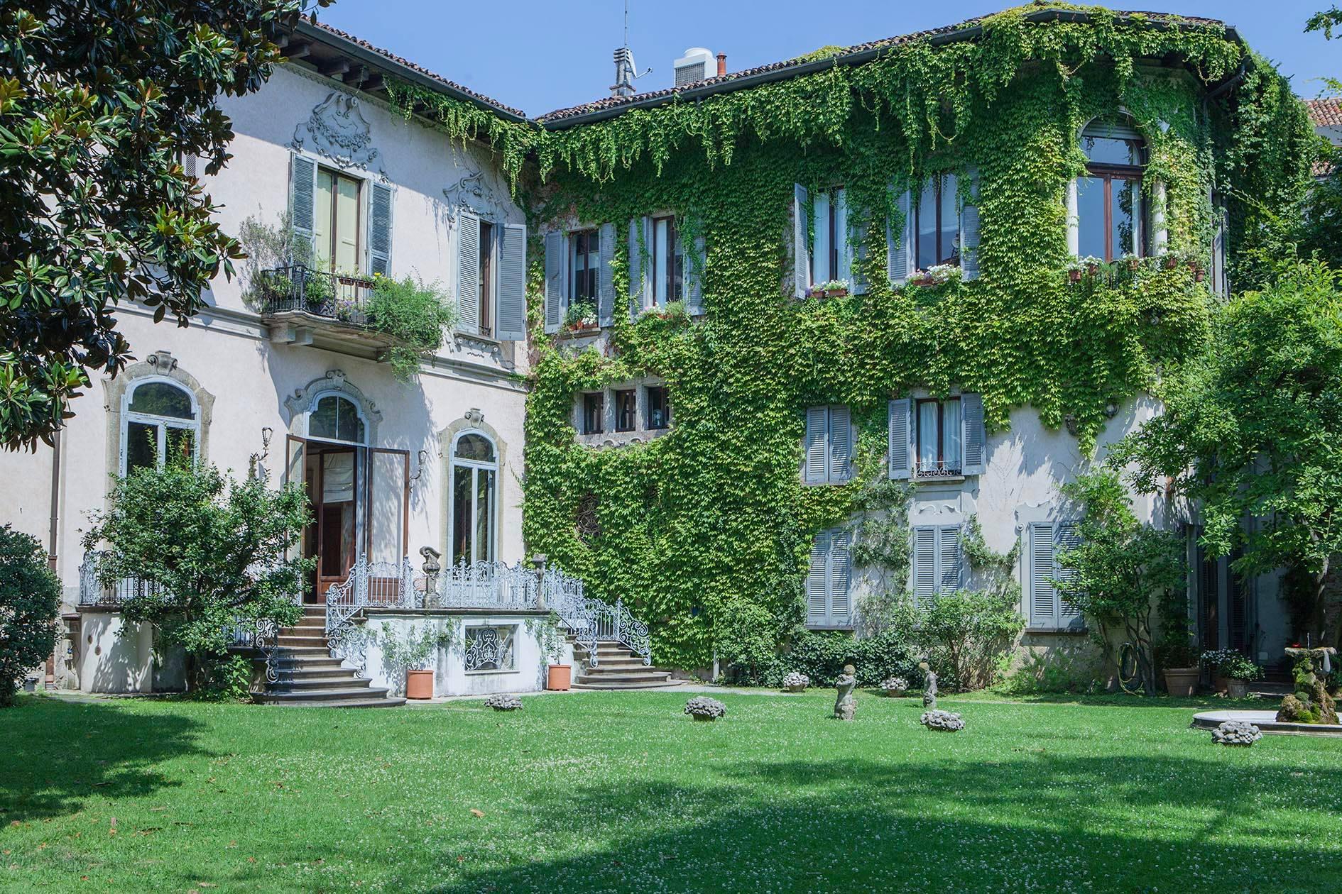 Al cinema leonardo da vinci il genio a milano milano italia - Giardino interno casa ...
