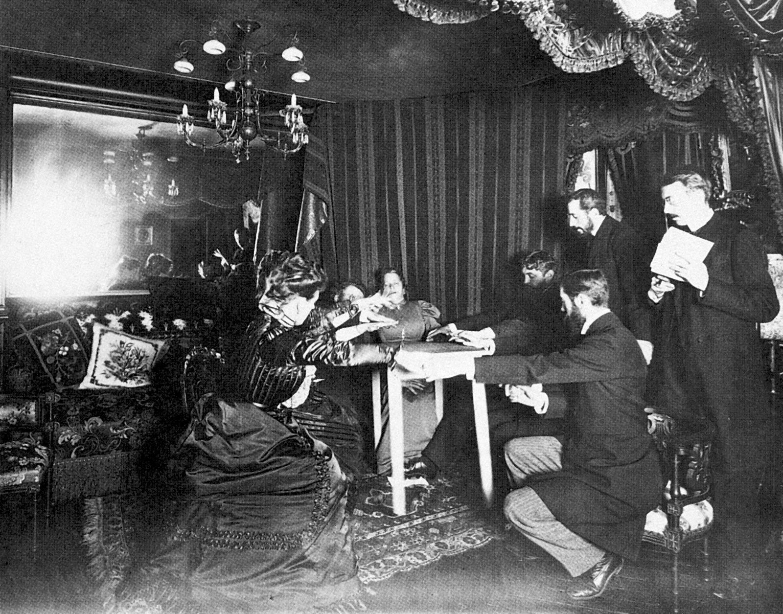 Spazio Tadini, seduta spiritica fra storia e teatro