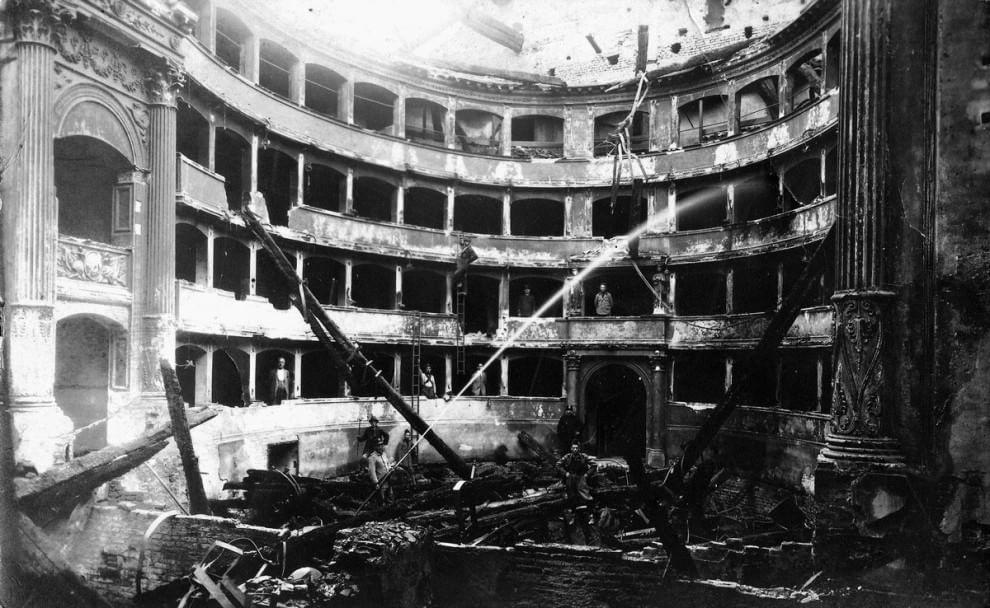 Milano storia di una rinascita milano italia for Noleggio della cabina del parco cittadino