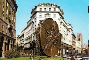 piazza-meda-scultura-sole-dico-arnaldo-pomodoro