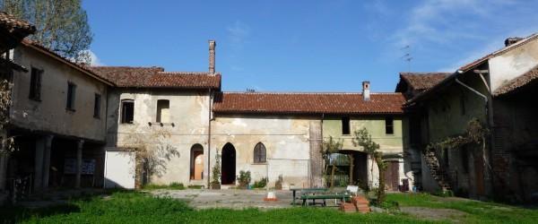 Cortile di Cascina Linterno, via Flli Zoia 194