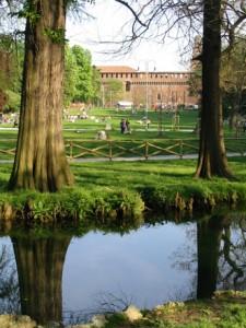 Uno scorcio del Parco Sempione con il Castello Sforzesco sullo sfondo