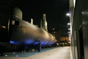 Esterni del sottomarino Enrico Toti in notturna